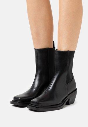 ODETTE - Korte laarzen - black