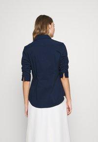 Steffen Schraut - BENITA ESSENTIAL BLOUSE - Button-down blouse - navy - 2