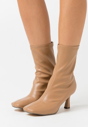 JAYA - Classic ankle boots - nude