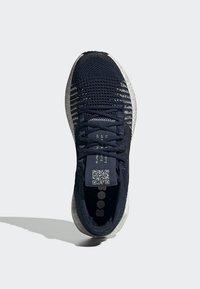 adidas Performance - 2019-12-01 PULSEBOOST HD SHOES - Sneaker low - blue - 2
