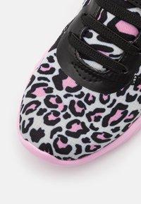 Kappa - UNISEX - Sportovní boty - black/rosé - 5