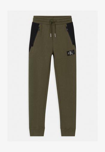 COLOUR BLOCK  - Teplákové kalhoty - green