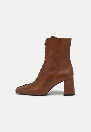 Lace-up ankle boots - tabaco