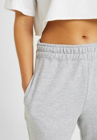 Missguided Petite - BASIC JOGGERS 2 PACK - Tracksuit bottoms - black/grey - 4