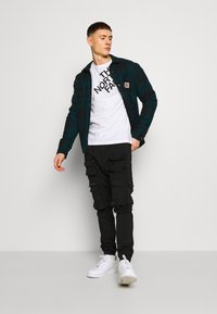 The North Face - SHOULDER LOGO TEE - Bluzka z długim rękawem - white - 1