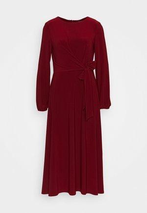 MID WEIGHT DRESS - Jerseykjole - romantic garnet
