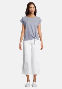 Betty & Co - Print T-shirt - blau/weiß - 1