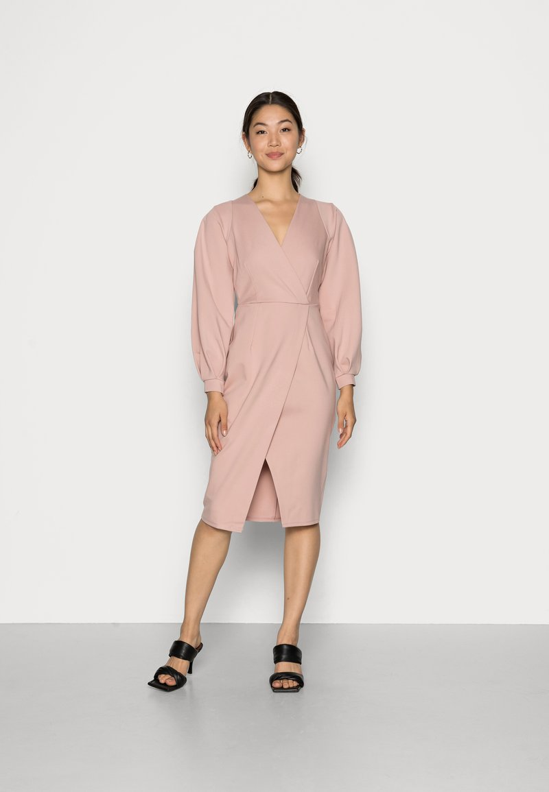 Closet - CLOSET PLEATED SLEEVE - Jersey dress - blush