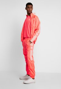 adidas Originals - TRACKTOP - Kurtka sportowa - flash red - 1