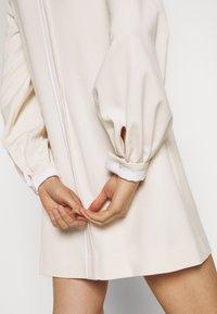 Victoria Victoria Beckham - BELL SLEEVE SHIFT DRESS - Sukienka letnia - cream - 7
