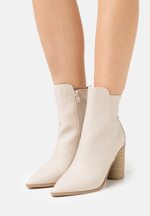 CLOEY - Classic ankle boots - bone