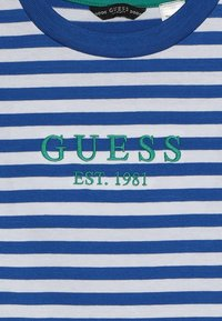 Guess - JUNIOR  - T-shirt z nadrukiem - blue/white - 3