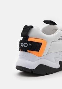 F_WD - XP4_LINE UP - Zapatillas - orange - 5
