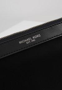Michael Kors - TRAVEL POUCH - Trousse - black - 2