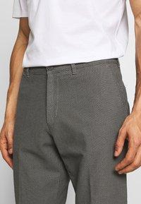 DRYKORN - MAD - Trousers - grau - 4