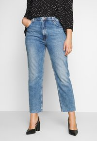 ONLY Carmakoma - CAROXY JEANS - Jeans a sigaretta - light blue denim - 0