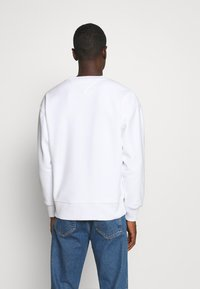 Tommy Jeans - BADGE CREW - Sweat polaire - white - 2
