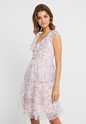 RUFFLE FLORAL MIDI DRESS - Denní šaty - pink