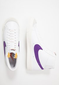 Nike Sportswear - BLAZER MID '77 UNISEX - High-top trainers - white/voltage purple/sail - 1