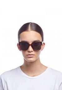 Le Specs - ATHENA  ALT FIT - Sunglasses - toffee tort - 1