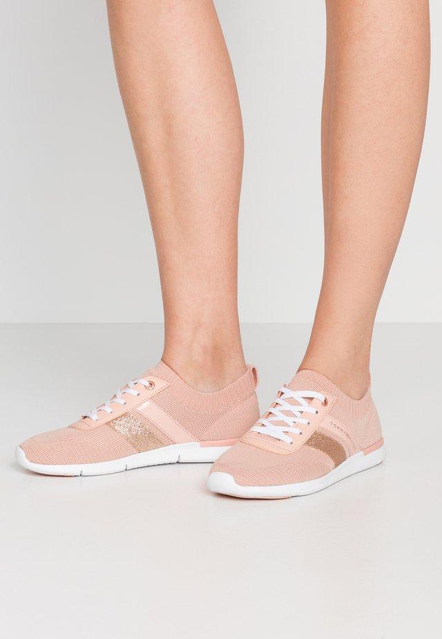 FEMININE LIGHTWEIGHT  - Sneakersy niskie - cameo
