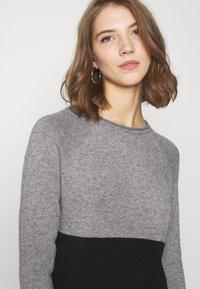 ONLY - Stickad klänning - medium grey melange/black - 3