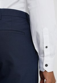 Armani Exchange - Camisa elegante - white - 3