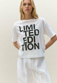 Massimo Dutti - LIMITED EDITION - T-shirt imprimé - white - 0