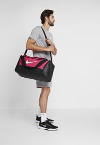 Nike Performance - DUFF 9.0 - Sports bag - rush pink/black/white - 1