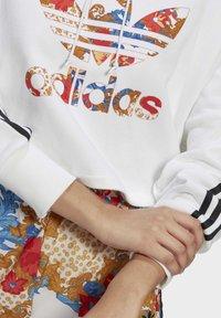adidas Originals - BOXY - Sweatshirt - white - 5