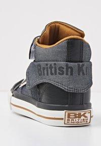 British Knights - High-top trainers - black/cognac - 3
