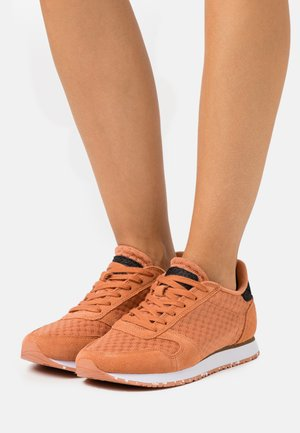 YDUN - Trainers - peach