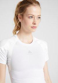 ODLO - CREW NECK ACTIVE SPINE LIGHT - Print T-shirt - white - 3