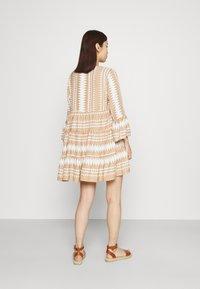 ONLY - ONLNAYA ATHENA DRESS - Denní šaty - indian tan/white - 2
