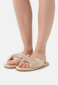 L37 - SWEET HOME - Slippers - gold - 0