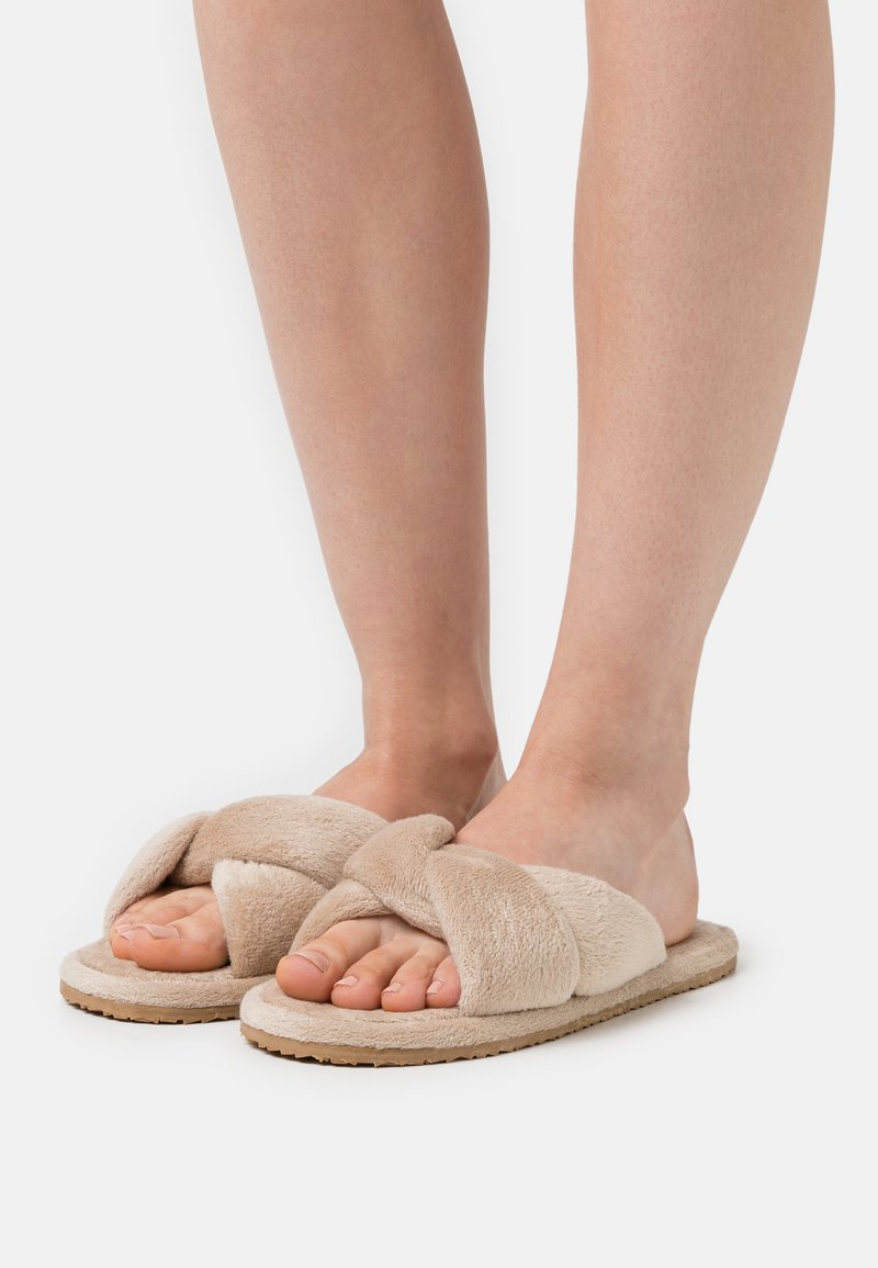 L37 - SWEET HOME - Slippers - gold