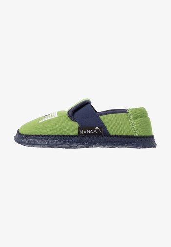 GOLIATOR - Slippers - grün