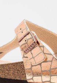 Birkenstock - GIZEH - T-bar sandals - gator gleam copper - 2
