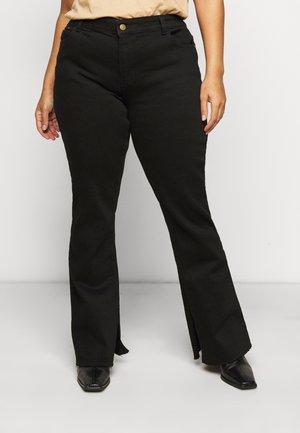 PCKAMELIA FLARED SLIT  - Flared jeans - black