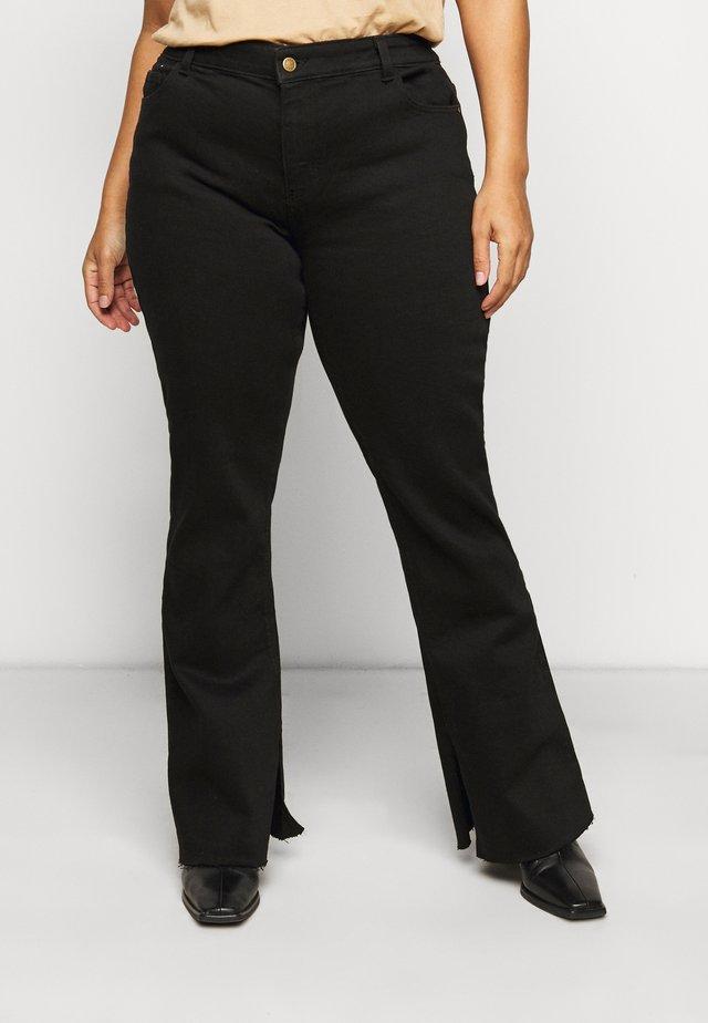 PCKAMELIA FLARED SLIT  - Jeans a zampa - black