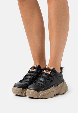 ALEXUS - Sneakersy niskie - black