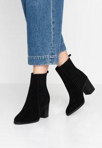 Even&Odd - LEATHER CHELSEA BOOTIE - Ankelboots med høye hæler - black - 0