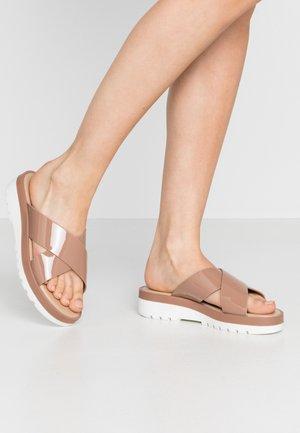 TOUATI - Pantofle - natural