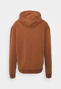 Karl Kani - SMALL SIGNATURE BOX WASHED HOODIE UNISEX - Sweatshirt - dark orange - 7