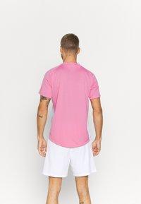 Nike Performance - Jednoduché triko - elemental pink/white/white - 2
