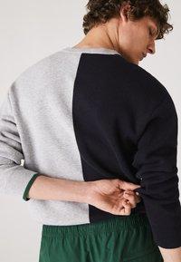 Lacoste - Sweatshirt - gris chine / bleu marine / vert - 1