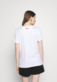 HUGO - DIBIUSA - T-shirts med print - white - 2