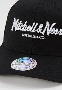 Mitchell & Ness - PINSCRIPT - Caps - black - 2