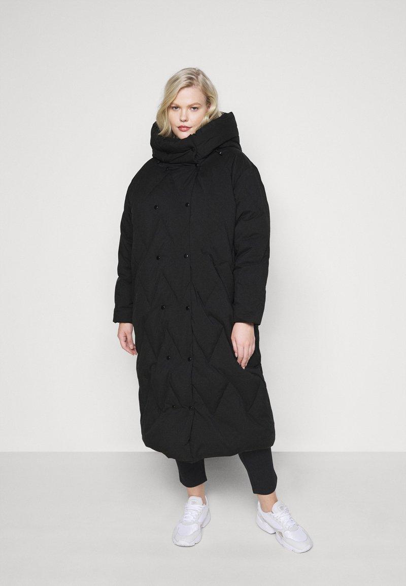 Vero Moda Curve - VMPUFFY LONG JACKET - Down coat - black