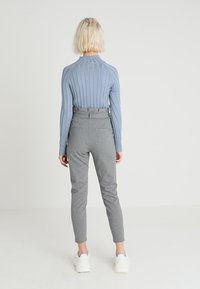 Vero Moda - VMEVA LOOSE PAPERBAG PANT - Tygbyxor - medium grey